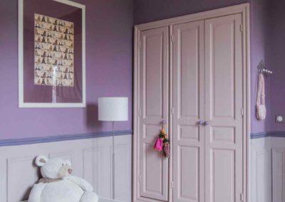 maison-campagne-couleur-chambre-fille-cosy-armoire