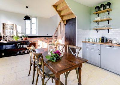 Cosy-side-cuisine-d-ete-jardin-d-hiver-escalier